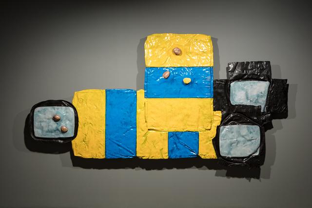 Musa paradisiaca, 'Colchão, tv e batatas [Mat, tv and potatoes] ', 2020, Sculpture, Fibra de vidro pintada / Painted fibreglass, Quadrado Azul