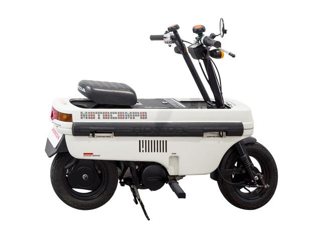 ", 'Nº 18 ""Honda NCZ 50 Motocompo (AB12, Trunk Bike)"",' ca. 1981, Chamber"