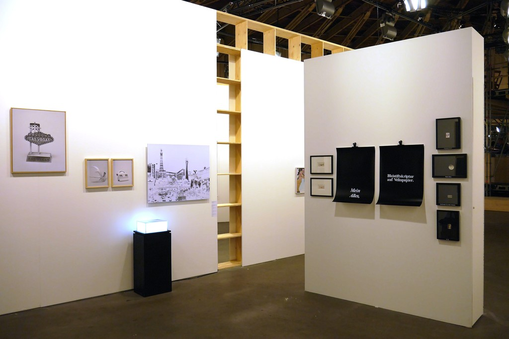 Installation view with Alberto Sinigaglia works (left wall) and Martina della Valle works (right wall)