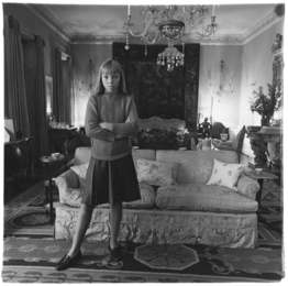 Penelope Tree in her living room, N.Y.C., 1962