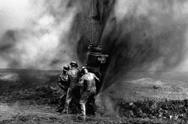 Sebastião Salgado, 'DESERT HELL, KUWAIT,' 1991, Beetles + Huxley