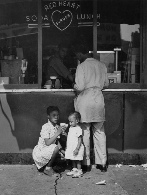 , '125th Street (Red Heart), New York,' 1946, Todd Webb Archive