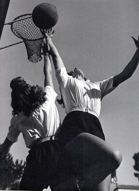 Pasquale de Antonis, 'Young girls playing basketball GUF di Pescara', 1934, Bertolami Fine Arts