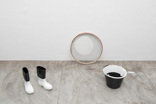 , 'Excedente [bucket, roll, boots, sieve],' 2015, Galería Vermelho