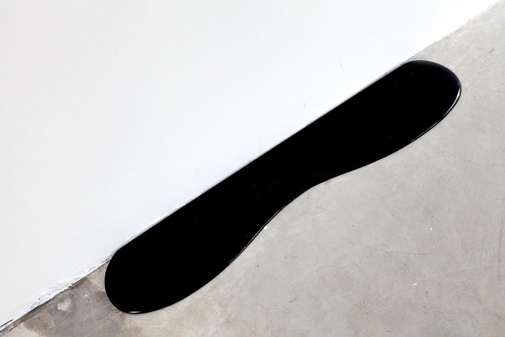 "Rainer Splitt: ""small black pouring"", 2014, edition of uniques, edition 10 (+2), Pigment | image: ©das_esszimmer        Epoxid ca. 75 x 15 x 1,5 cm"