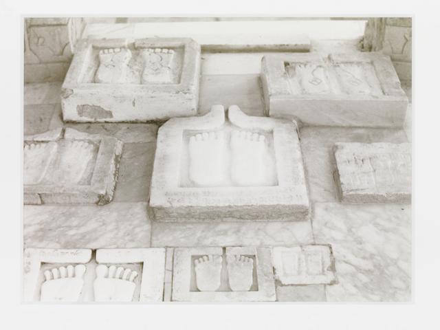 , 'Fussabdrücke, Palitana, Gujarat, Nordwestindien,' 1997, Galerie Andrea Caratsch
