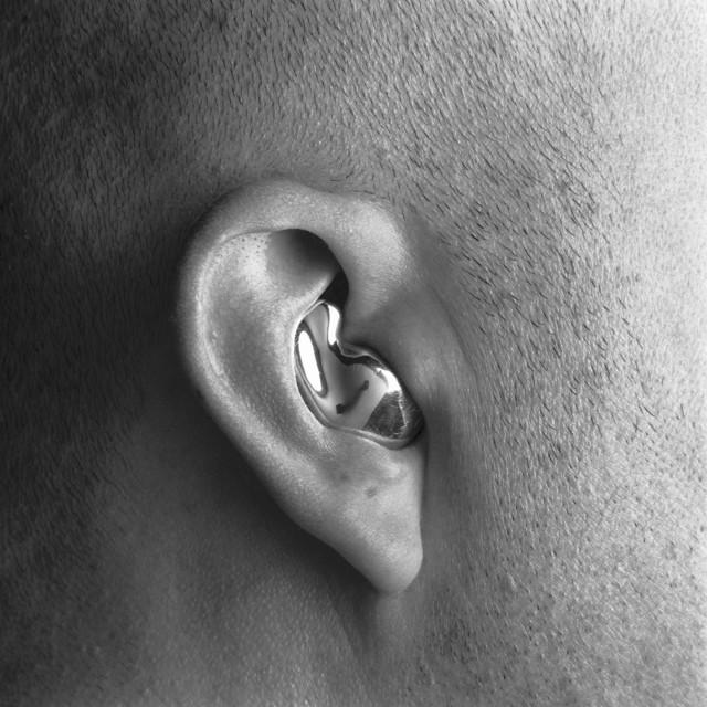 , 'Prata sobre pele sobre prata #1,' 2002, Galeria Lume