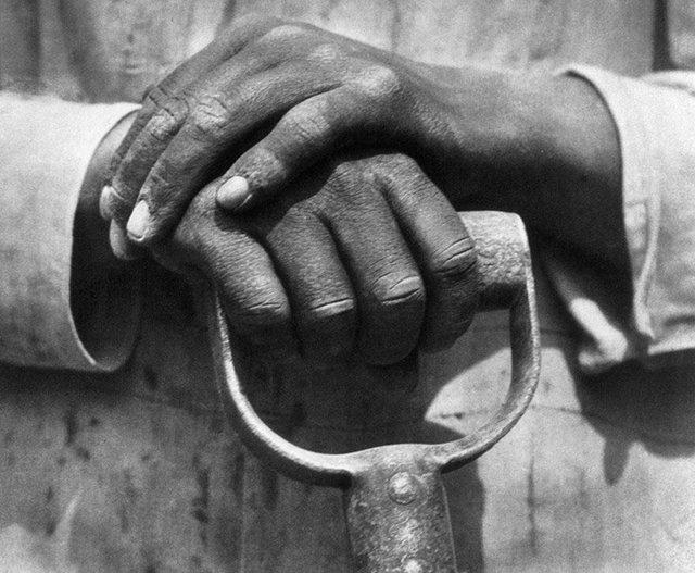 , 'Manos de un trabajador de la construcción,' 1927, Galeria Enrique Guerrero