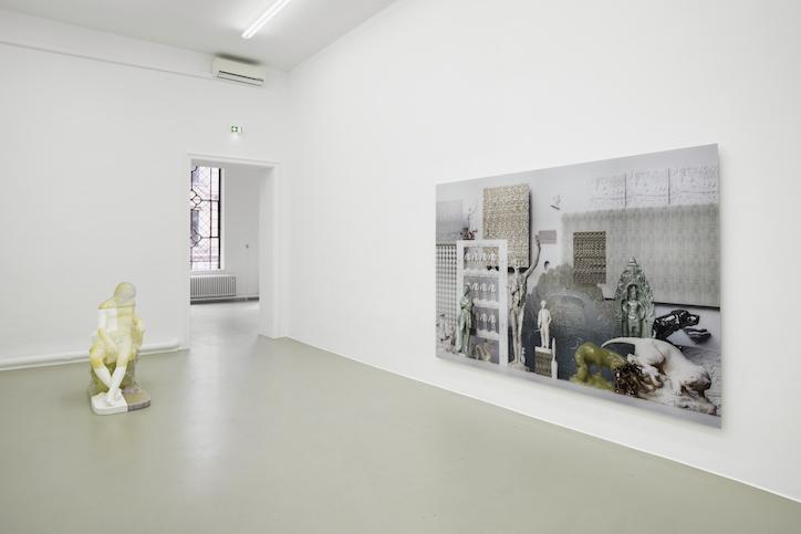 Oliver Laric installation view at Kunstverein Hannover, 2017 photo: Raimund Zakowski Collection of Hugo and Carla Brown