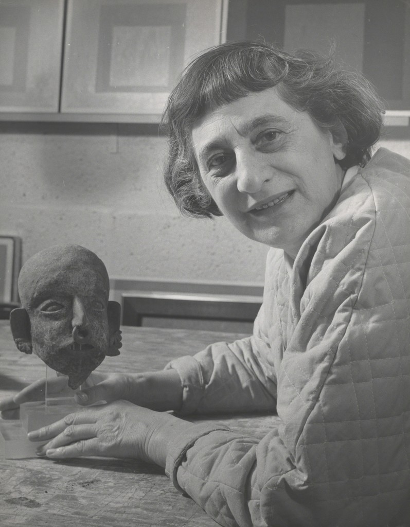 Lee Boltin, Untitled (Anni Albers with Pre-Columbian Head), 1958. Gelatin silver print. The Josef and Anni Albers Foundation, Bethany, Conn., 1976.28.926. © Lee Boltin. Photo courtesy the Josef and Anni Albers Foundation