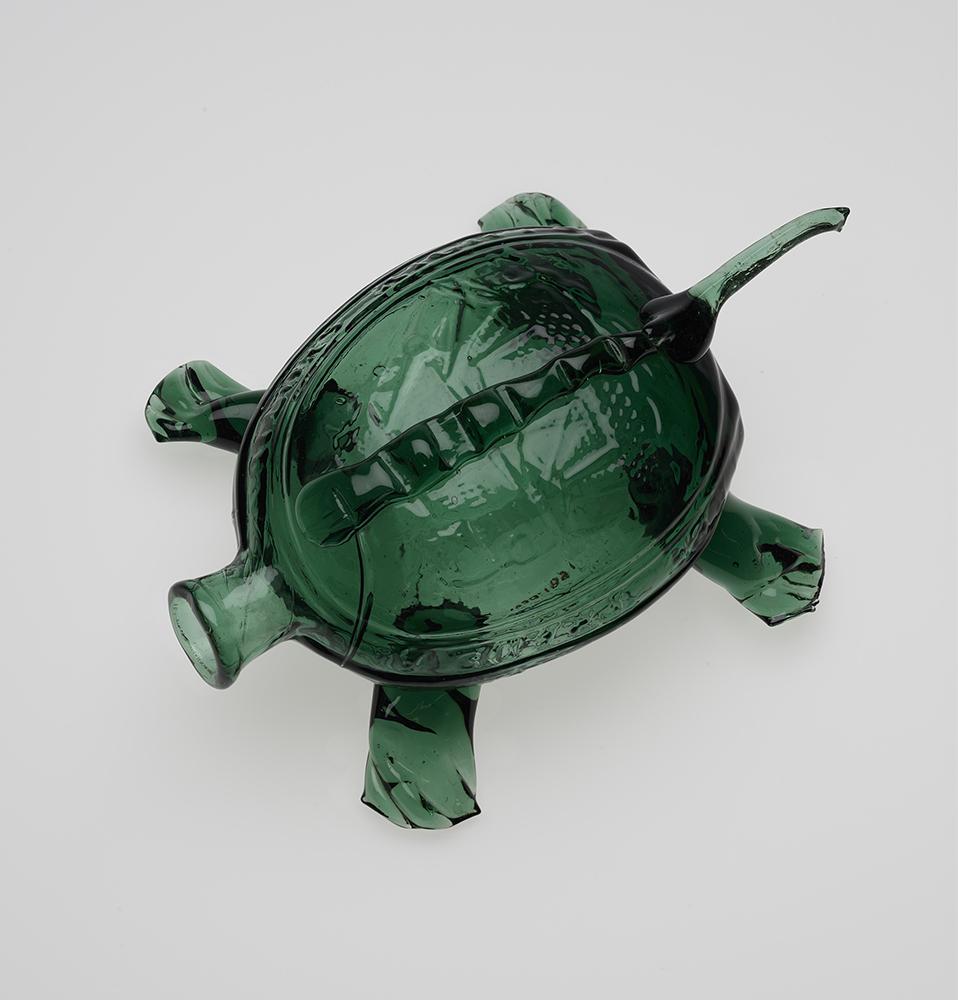 Kensington Glass Works, Sailors Rights Flask (Turtle Whimsy), Philadelphia, 1826–32. Mold-blown soda-lime glass. Yale University Art Gallery, Mabel Brady Garvan Collection