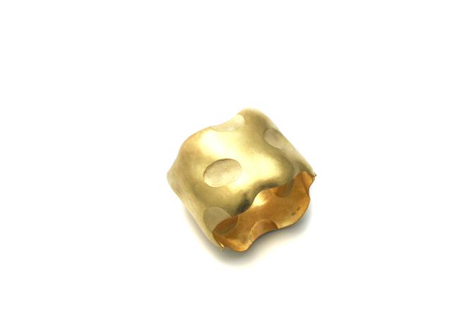 , 'In Ton gedrückt, in Gold geklopft, ein Arm geschmückt,' 2013, Ornamentum