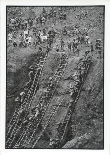 , 'Gold Mining at Serra Pelada, Pará, 1986,' Vintage, Utópica