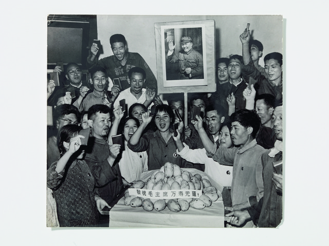 , 'Photograph of members of Worker-Peasant Mao Zedong Thought Propaganda Team at Tsinghua University cheering gift of mangos,' , China Institute Gallery