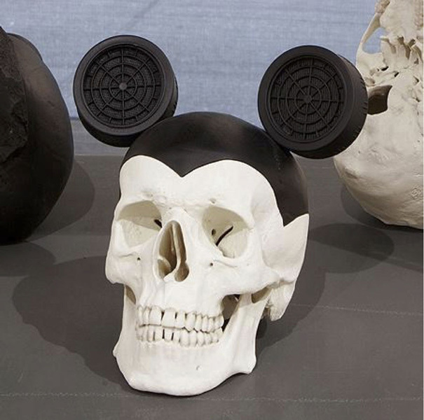 , 'Cráneo de norteamericano contemporáneo,' 2016, Espacio Mínimo