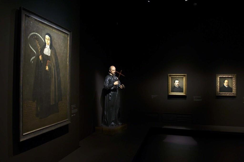 Vue de l'exposition Velázquez 2, scénographie Atelier Maciej Fiszer, © Didier Plowy pour la Rmn-Grand Palais, Paris 2015