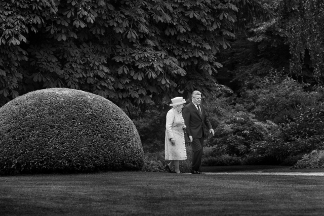 , 'Queen Elizabeth II. beim Empfang durch den Bundespräsident Joachim Gauck im Schloss Bellevue, Berlin,' 2015, Galerie Jordanow