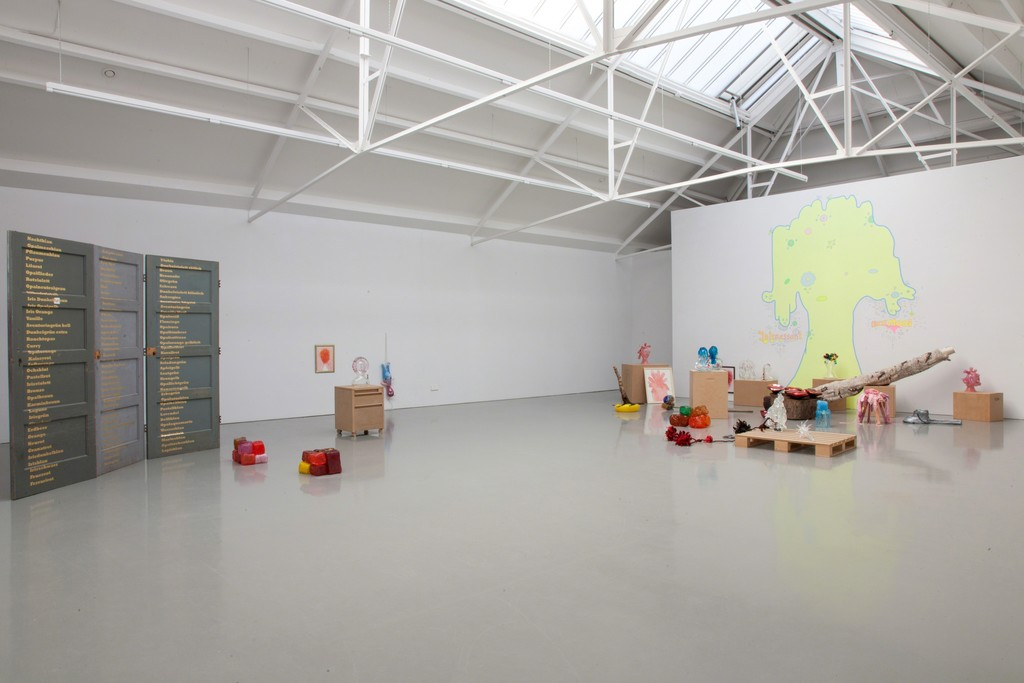 Installation view Maria Roosen & Lily van der Stokker - Best Mooi, 2014 at Galerie Fons Welters.