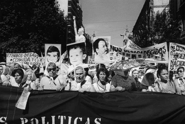 , 'Niños desaparecidos. Secunda Marcha de la Resistancia, Buenos Aires, 9-10 décembre 1982,' 1982, Jeu de Paume