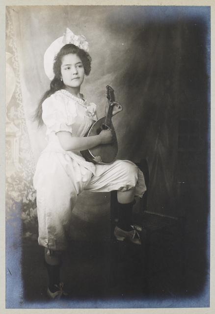 , 'Colomba Quitana avec sa mandoline,' 1905, SERGE PLANTUREUX