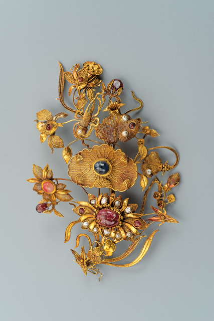 , 'Gold Leisi Filigree Hairpin with Lotus and Shen Instrument Design and Precious Stone Inlay,' Qing dynasty (1644–1912), Art Museum of the Chinese University of Hong Kong