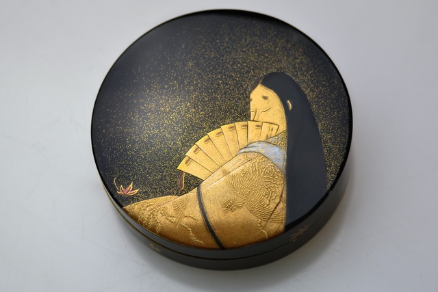 , 'Gold Lacquer Incense Box with a Depiction of Murasaki Shikibu,' 1920-1930, Galerie Kommoss