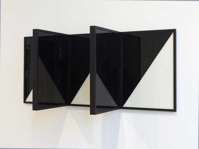 , 'Der Zerfall der Eigenschaften / Collapse of Features,' , Kadel Willborn