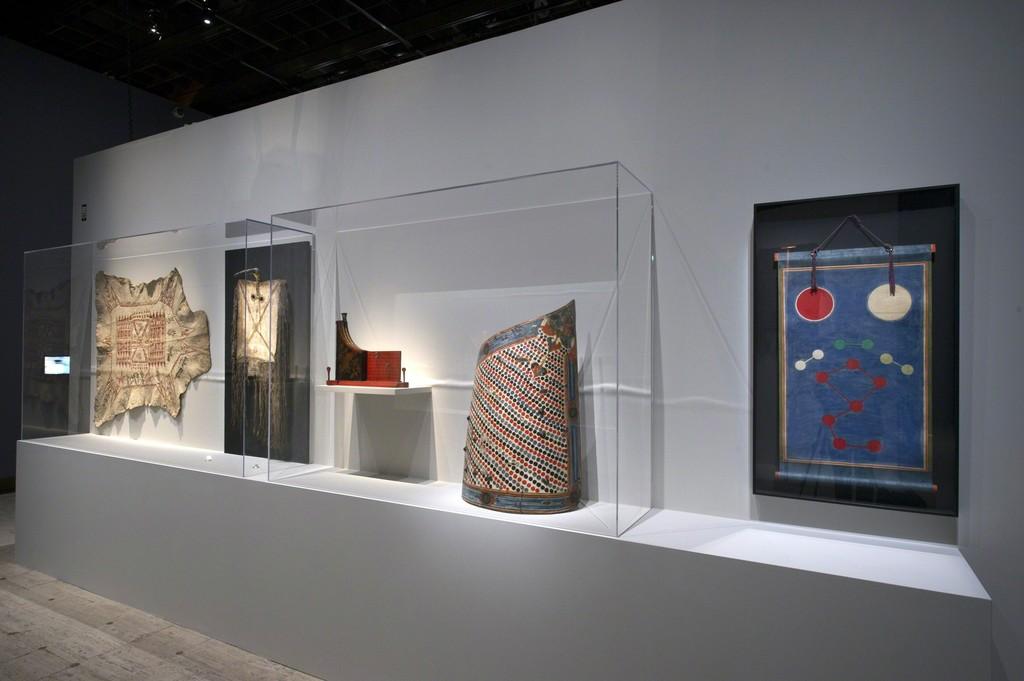 Vue de l'exposition Carambolages Scénographie Hugues Fontenas Architecte © Rmn-Grand Palais / Photo Didier Plowy, Paris 2016