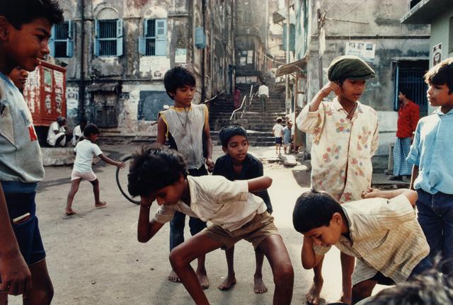 , 'Playing 'Punishment,' a Marble Game, Bombay Maharashtra,' 1991, Howard Greenberg Gallery