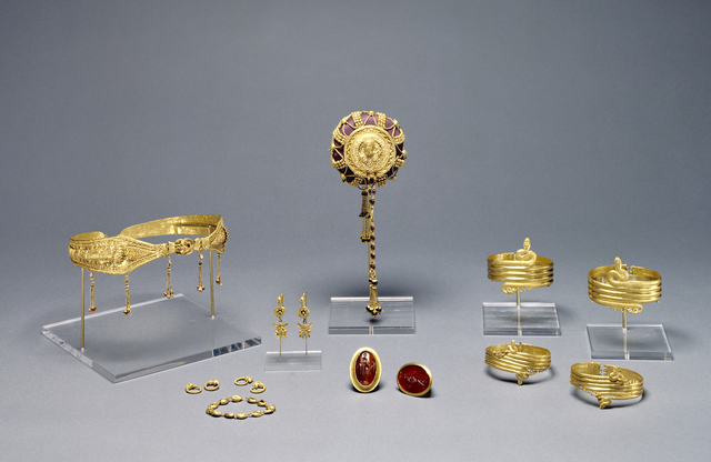 'Collection of Ptolemaic jewelry (16)', 220 -100 BCE, J. Paul Getty Museum
