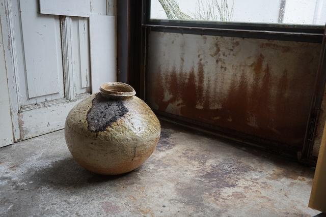 , 'Large round jar natural ash glaze,' , Kami ya Co., Ltd.