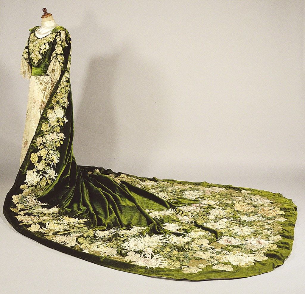 Court Dress Worn by the Empress Meiji  / ca.1910 / Collection of the Kyoritsu Women's University Museum