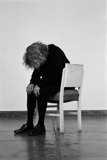 , 'A cadeira branca | The white chair,' 2013, Galeria Filomena Soares