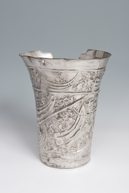 , 'Gobelet cérémoniel avec scène maritime (Ceremonial goblet with maritime scene),' 1000-1450, Musée du quai Branly