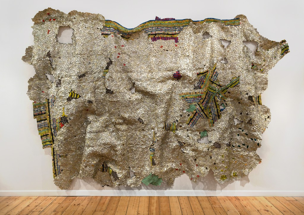 El Anatsui, Timespace  2014, Aluminium and copper wire 325 x 495 cm Photo Jonathan Greet Image courtesy October Gallery, London.