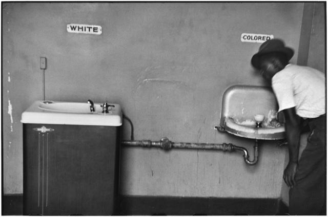 , '19. North Carolina. (Segregation fountain),' 1950, f22 foto space