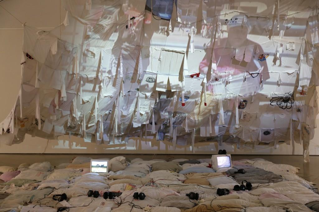 Lourival Cuquinha e / and Clarice Hoffmann (Olinda, PE, 1975; Rio de Janeiro, RJ, 1967) Macunaíma Colorau, 2009-17 Instalação / Installation Dimensões variáveis / Variable dimensions Coleção dos artistas / Artists' collection