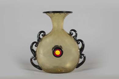 I.V.A.M., Vase