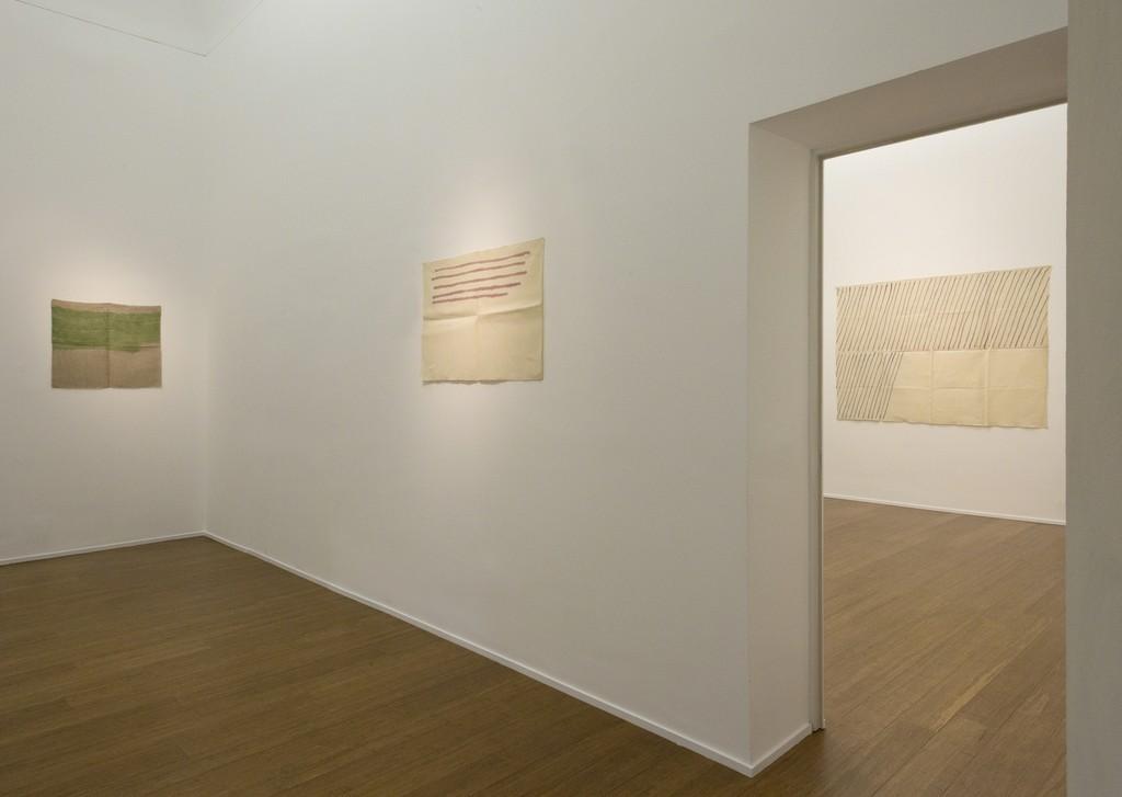 Giorgio Griffa : Esonerare il Mondo , To relieve the world– ABC-ARTE Contemporary art Gallery – 2015  Linee orizzontali 1979, 61 x 91 cm - 24 1/8 x 35 7/8 in,  acrylic on cotton Obliquo 1971, 148 x 190 cm - 58 5/8 x 74 3/4 in, acrylic on cotton www.abc-arte.com