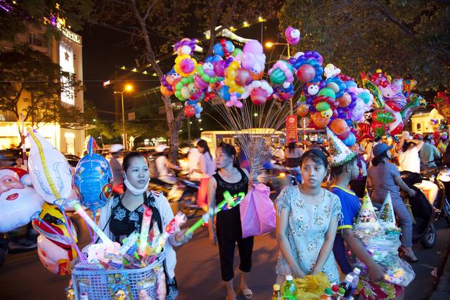 , 'Vendors in Saigon Center,' 2011, Art Vietnam Gallery