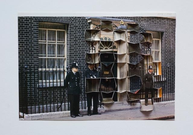 , 'Downing Street 19/19,' 2010, Raum mit Licht