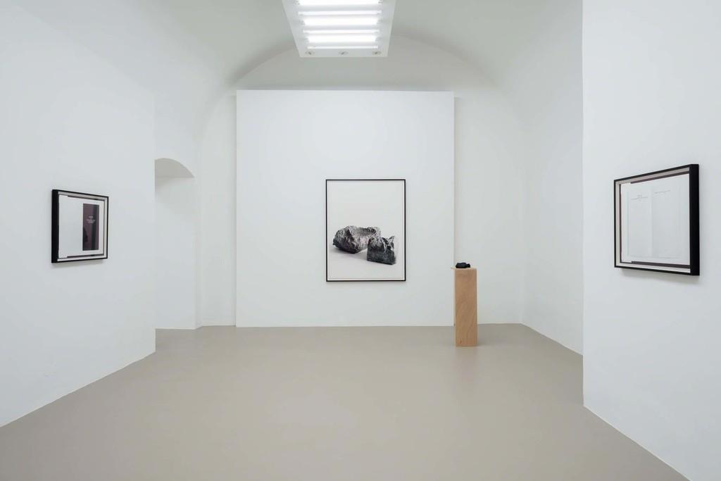Dorit Margreiter, Exhibition view, Neue Räume, Charim Galerie Wien, 2016