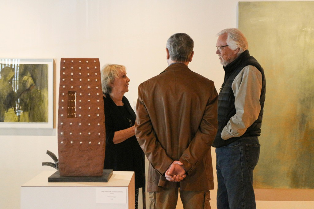 Carolyn Coalson and Francesc Burgos (middle) chatting with guest