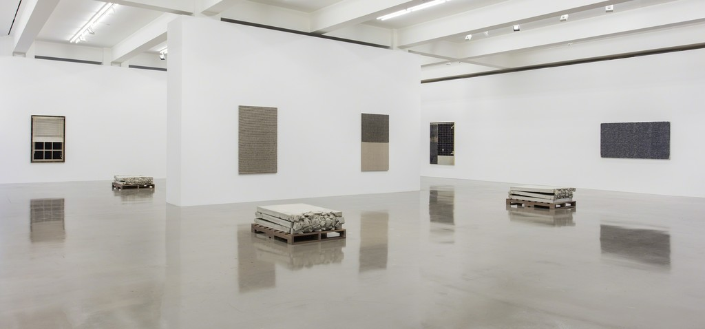 Analia Saban, Installation view, 'Folds and Faults', Sprüth Magers, Los Angeles, June 28 - August 19, 2017