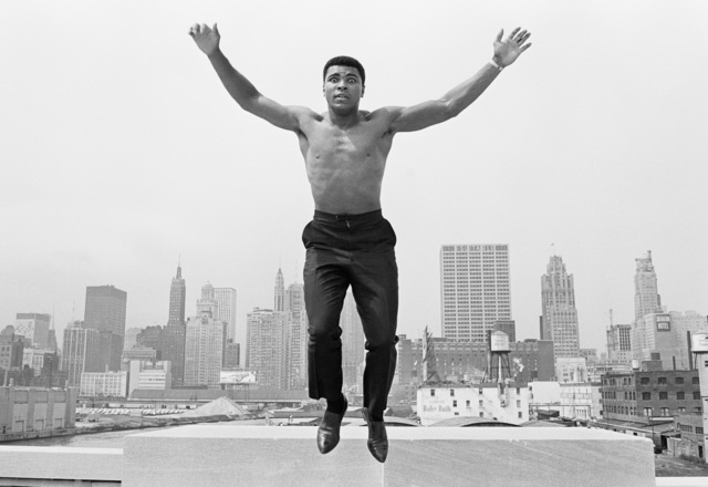 , 'Muhammad Ali on Bridge over the Chicago River,' 1966, Galeria de Babel