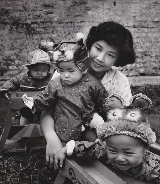 , 'Chine, les chapeaux au jardin d'enfants 1,' 1957, Galerie Nathalie Obadia