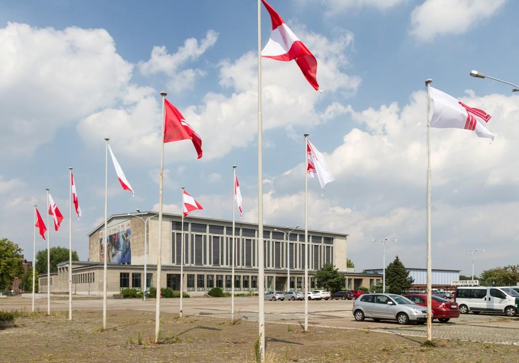 Sonja Hornung, Emptying flags (#2, #34-43), photo: Benjamin Busch / NBR