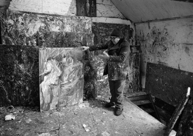 Benjamin Katz, 'Eugène Leroy dans son atelier à Wasquehal, France', 1985, Musée d'Art Moderne de la Ville de Paris
