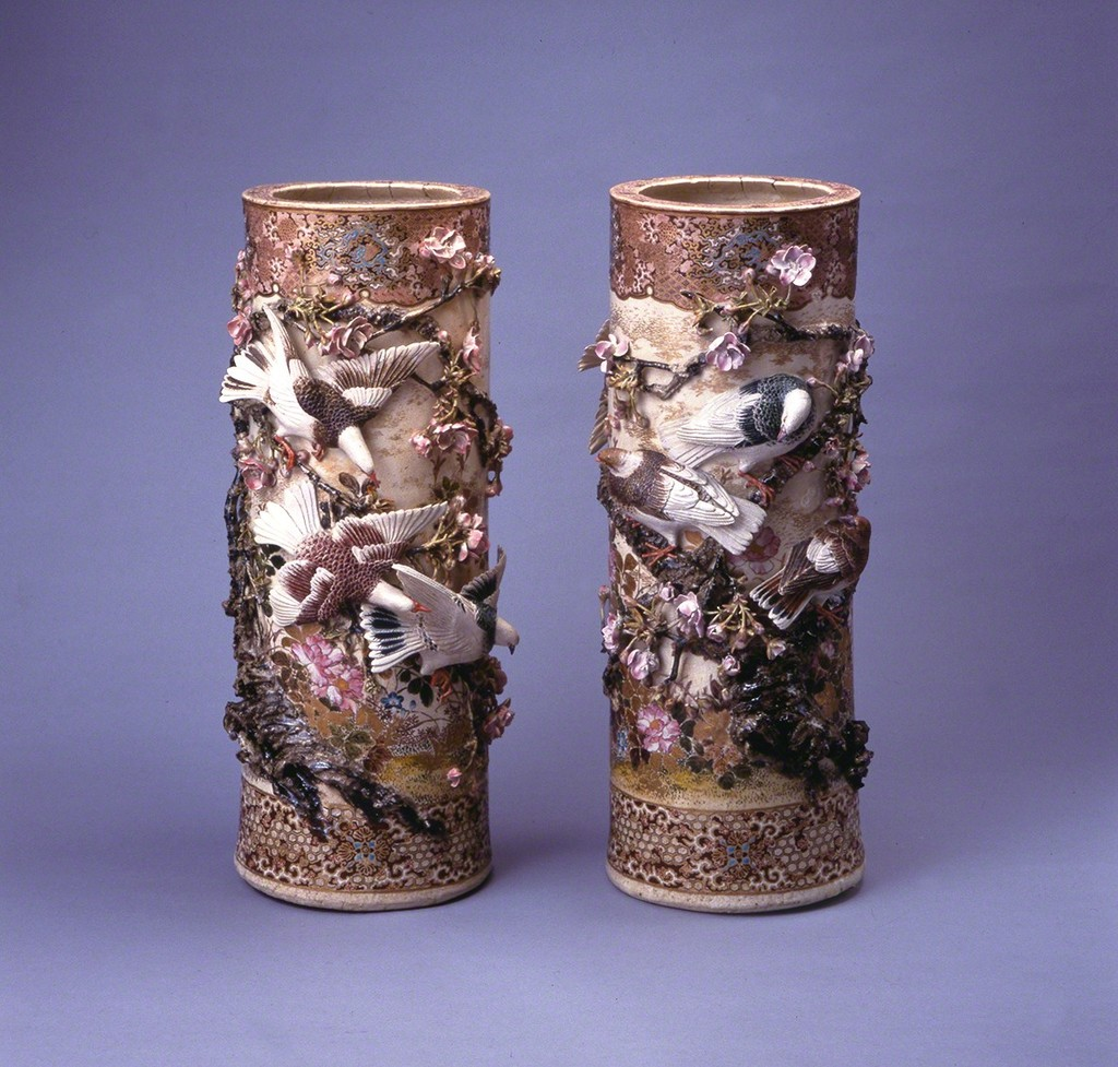 Kozan Miyagawa (I) / A Pair of Large Vases with Sculptural Relief of Cherry Blossoms and Pigeons / Early Meiji era / Tanabe Tetsundo Collection (on deposit in Kanagawa Prefectural Museum of Cultural History)