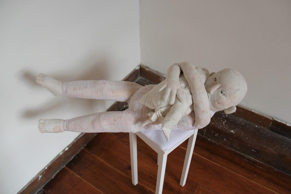 La niña by Andrea Rey